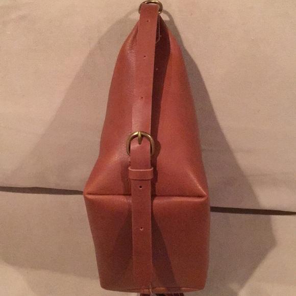239429a0e NWT Madewell The Leather Sling Bag